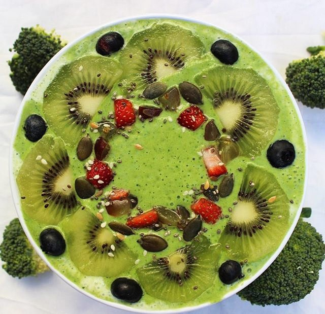 broccoli smoothie bowl